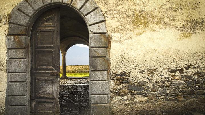 L'ingresso del Palazzo Parravicini a Caspano